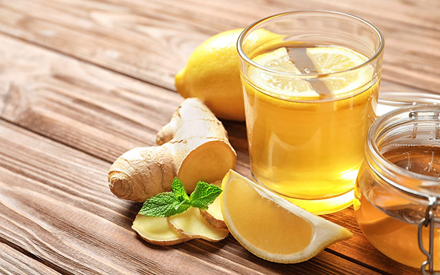 Čaj z ingverjem, limono in medom